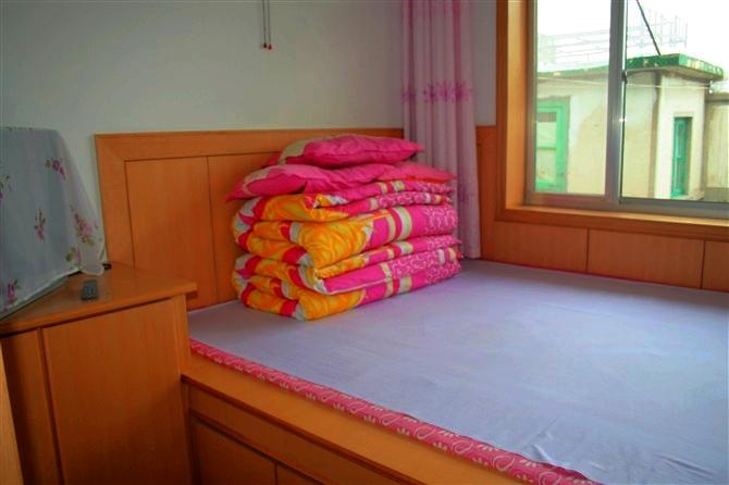 背景墙 床 房间 家居 家具 设计 卧室 卧室装修 现代 装修 670_446